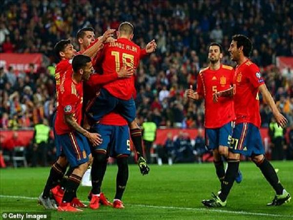 Luis Enrique cho rằng Tây Ban Nha chơi hay hơn cả Barcelona