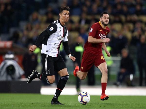 Ronaldo 'trở lại thanh xuân' với pha đi bóng gây sốt
