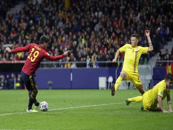 Tây Ban Nha 5-0 Romania: Chia tay vòng loại