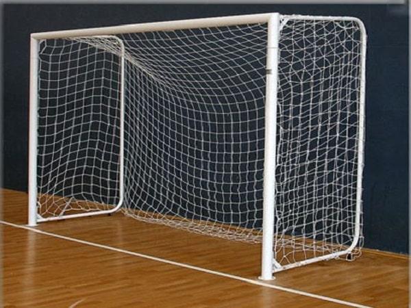 Kích thước khung thành bóng đá 7 người rộng bao nhiêu?